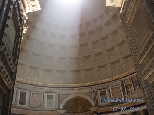 image of the Oculus in the Pantheon, Rome Italy