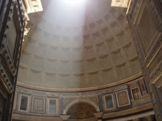 image of the Oculus Pantheon in Rome, Italy