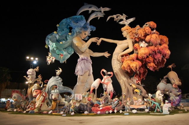 image of sculptures from Falla Nou Campanar 2010 festival